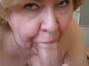 Oma ist ne alte Blow Job Schlampe