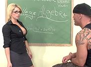 Sexy Lehrerin gibt Sexualkundeunterricht
