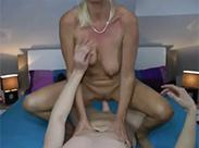 Blonde Milf hat Sex ihres Lebens