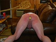 Spanking mit dem Teppichklopfer