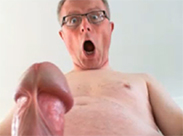 Schwuler Opa wichst sich hart
