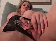 Geile reife Schlampe mit super Klitoris