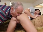 Opa will mein Arschloch lecken