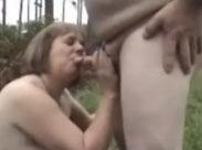 Der Opi fickt seine Omi im Wald