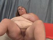 Extrem fette Frau masturbiert für euch