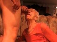80 Jährige wird hier gefickt und vollgewichst