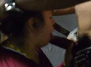 Latino fickt schüchternes Mädchen in den Mund