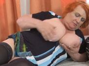 Fette Mutter zeigt euch ihre riesigen Brüste
